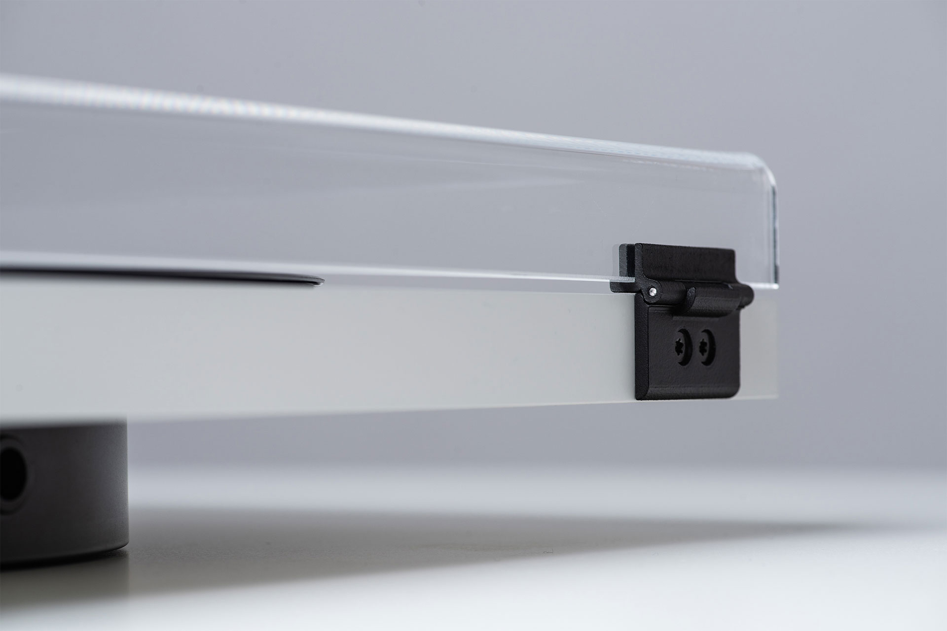 Closeup of TONE FACTORY dustcover hinges.